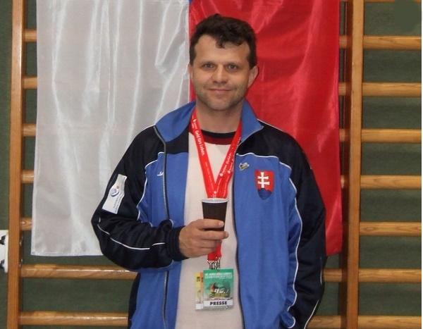 Bývalý tréner Slovenska, sa stal trénerom Poľskej juniorskej reprezentácie.